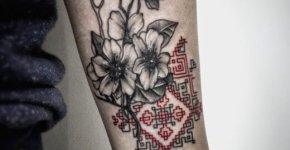 Tatuaje punto de cruz con flores