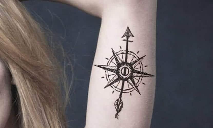 Un Tatuaje Para Marcar El Rumbo De Tu Vida La Rosa De Los Vientos