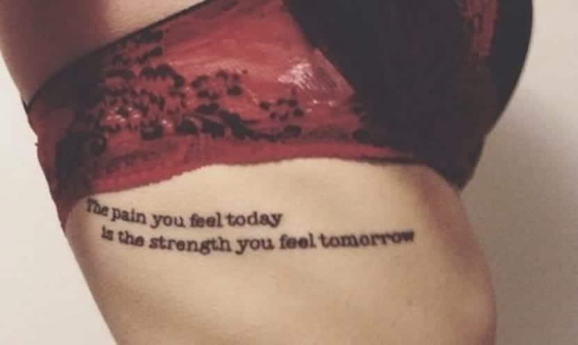 Tatuajes De Frases En El Costado Elegancia Y Erotismo