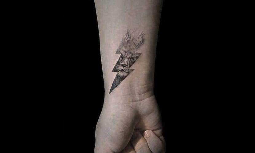 Tatuajes De Rayos Simbolizando Poder Y Destrucción