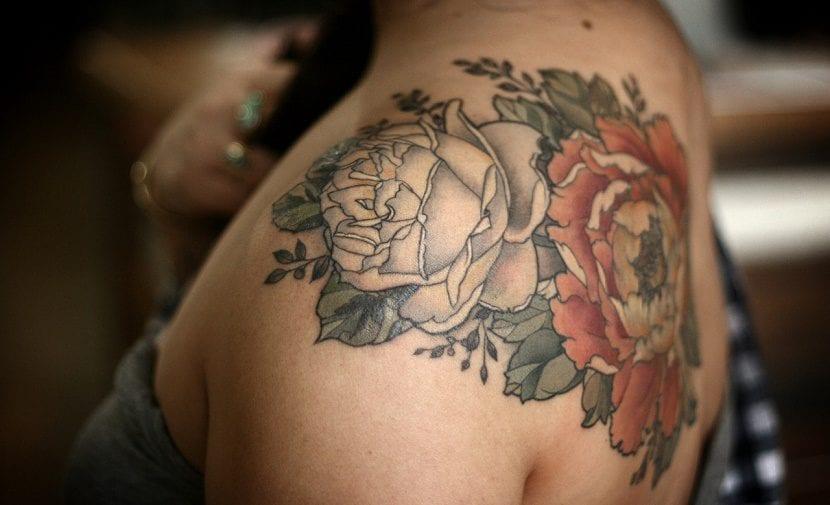 Tatuajes De Flores En El Hombro