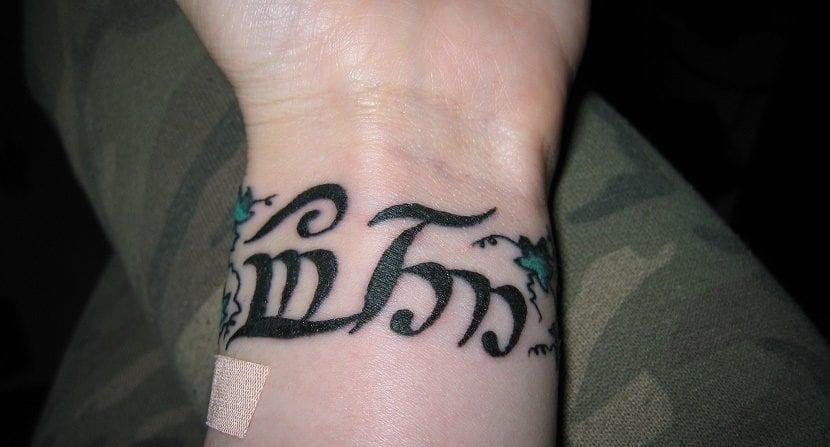 Tatuajes En La Muñeca De Letras