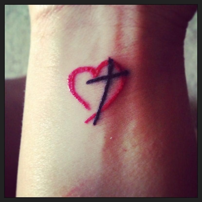 Tatuajes De Cruces Pequeñas