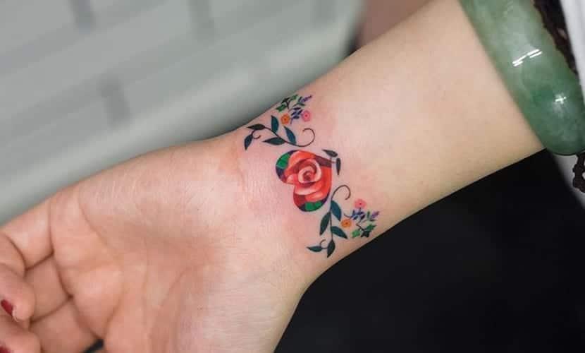 Tatuajes De Brazaletes De Flores Recopilación De Diseños