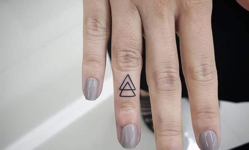 Tatuajes De Triángulos En Los Dedos De Las Manos Diseños