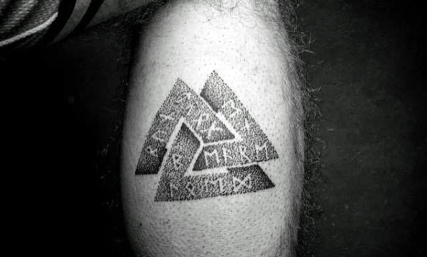 Tatuajes De Valknut O Nudo De La Muerte Significado Y Diseños