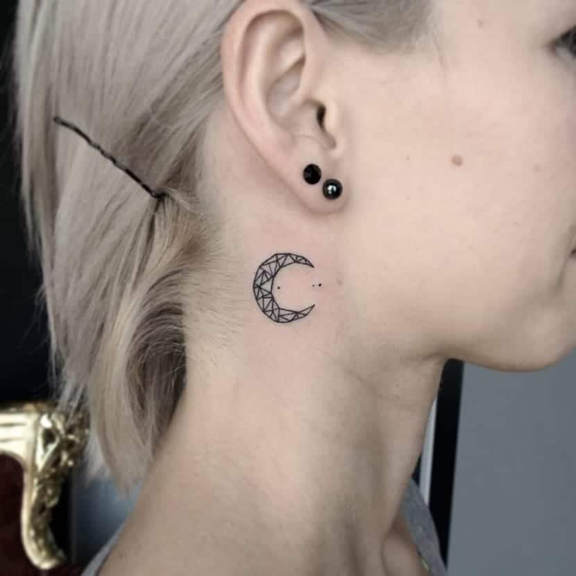 Tatuajes En El Cuello De Luna Significados Y Originales Diseños