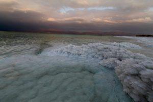 Totes Meer - Berge von Salzkristallen