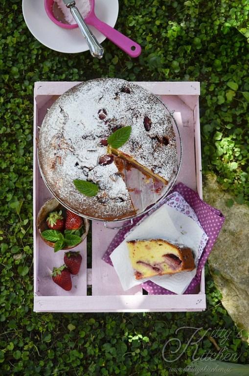 Kitty's Kitchen - TORTA ALLO YOGURT, FRAGOLE E BASILICO