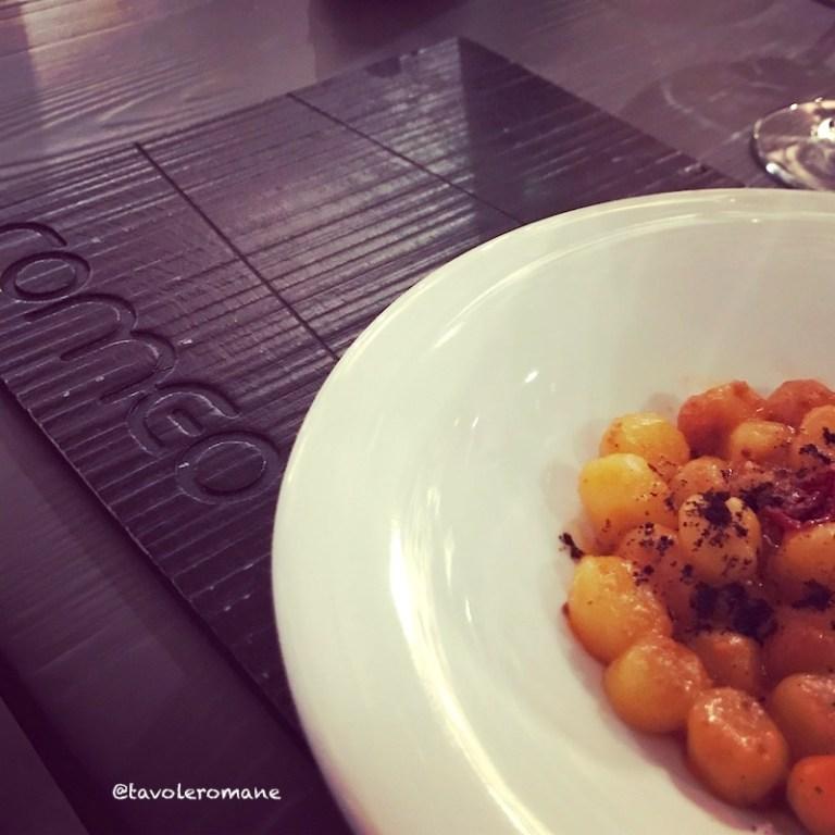 Romeo - Gnocchetti, pomodorini semisecchi, ricci di mare e caffè