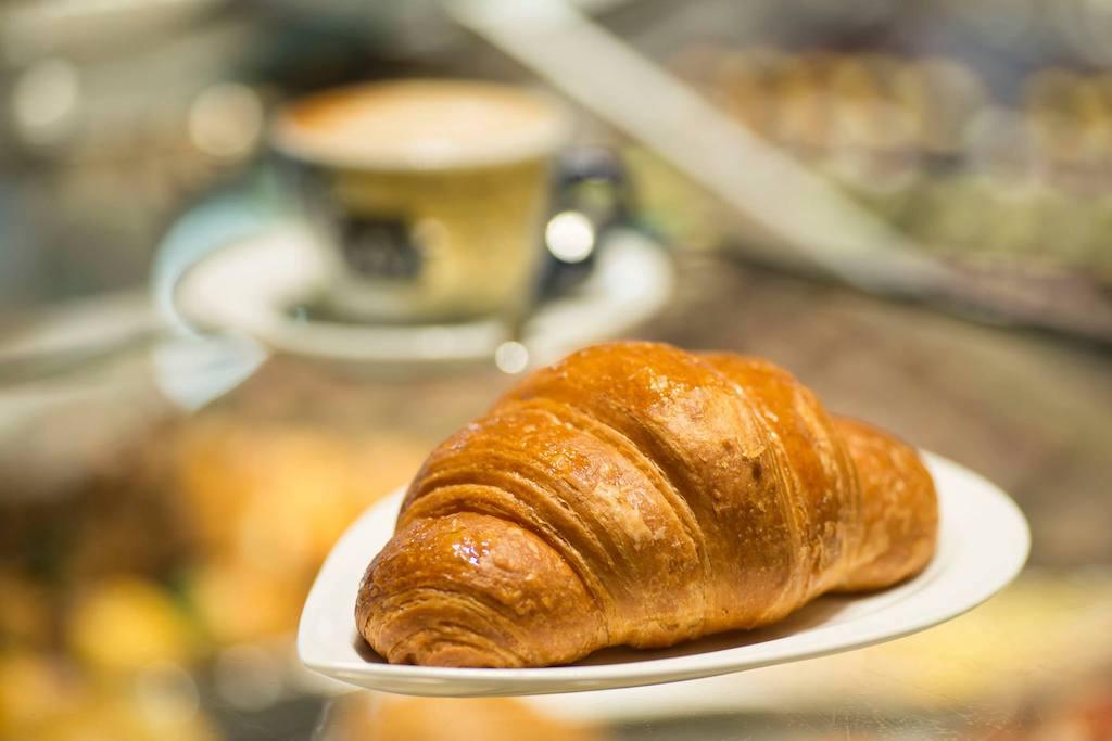 Pasticceria Grué - Cornetto e cappuccino