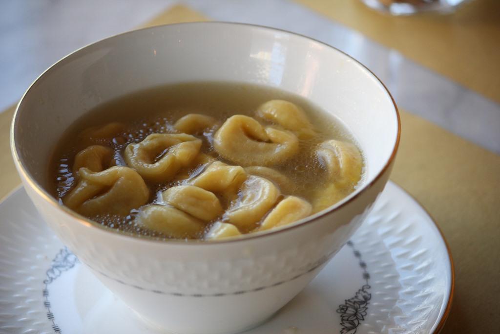 Cucina Romanesca - tortellini in brodo