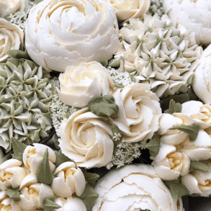 buttercream frosting Mini Roses with Blossom, how to make buttercream frosting flowers