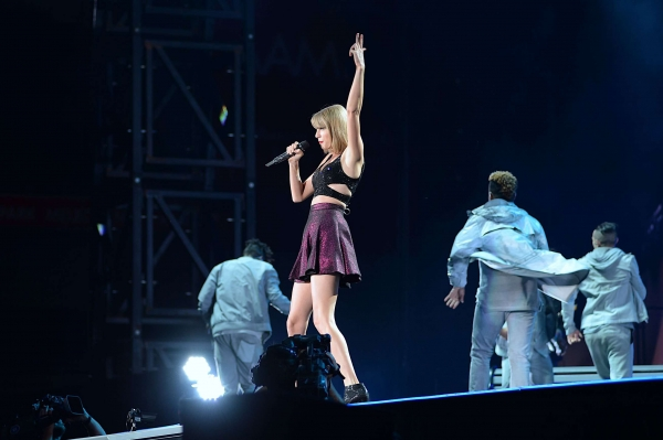 Taylor Swift concluding her '1989 World Tour' in Melbourne.