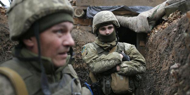 dos soldados en la trinchera