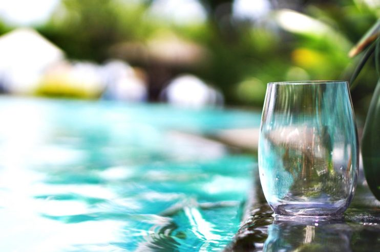 switch to stemless wineglasses for outdoor use