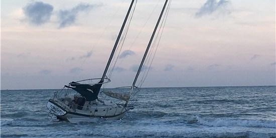 Sailboat Aground   Redington Beach   Pinellas Sheriff