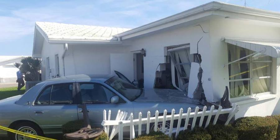 Car Hits House   Pinellas Park   Traffic Crash