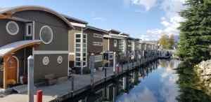 floating homes at Mosquito Creek Marina