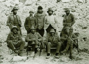 10484/4/11 members of the 1924 expedition, Hingston is standing second from left