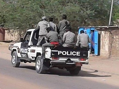 Le gouvernement réduit de moitié les salaires des policiers et des militaires qui vont en profiter pour multiplier les arnaques et les attaques. Pauvre Tchad !