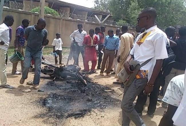 Tchad: en colère, les étudiants de l'université de N'Djaména ont tabassé leur président et mis le feu à sa moto lors d'une manifestation à Ardep Djoumal