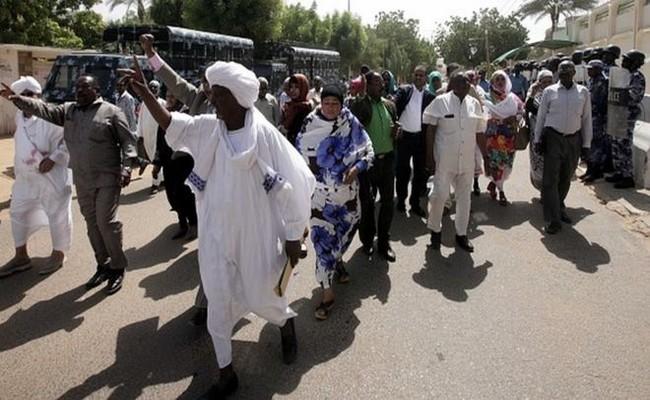 Les Soudanais se soulèvent contre la hausse du prix du pain: Omar El-Béchir décrète l'état d'urgence