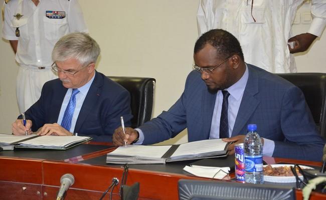 Signature de six conventions de coopération militaire entre le Tchad et la France