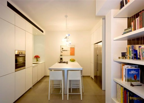 entrance_to_house_into_kitchen-small