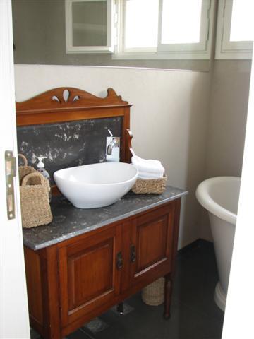 guest_bathroom_basin