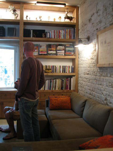 sofa_brick_wall