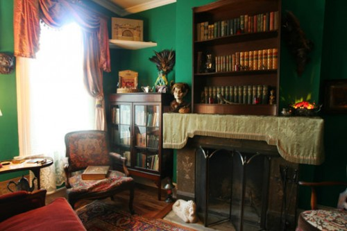 House_tour_Craig_Sam_Apartment_Therapy_library