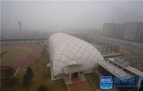 โรงเรียนในจีนใช้โดมอากาศ ป้องกันหมอกควันพิษ