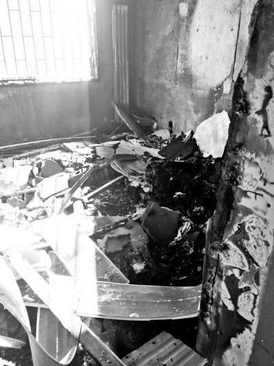 ชายจีนช็อค! ไฟไหม้ห้องในพริบตา เหตุชาร์ตแบตมือถือจนระเบิด