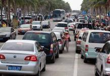 มหกรรมการเดินทางทำทางด่วนเข้าซานย่ารถติดยาว 20 กิโลเมตร