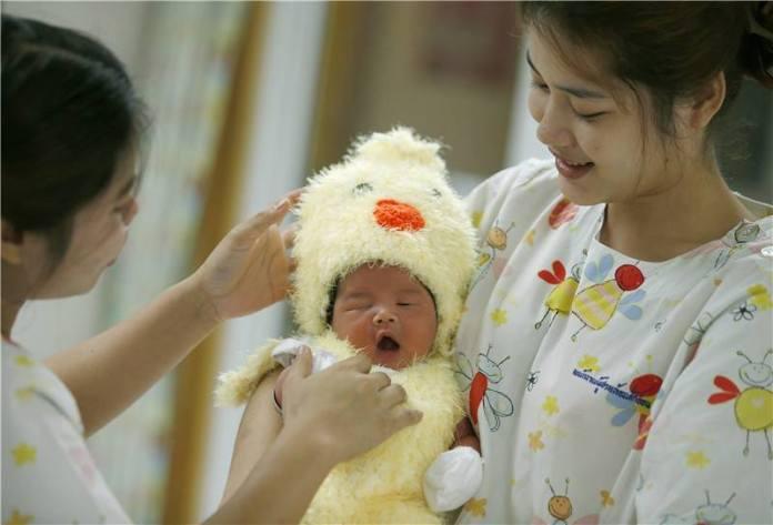 จำนวนเด็กทารกเกิดใหม่ในจีนพุ่งสูง หลังยกเลิกนโยบายลูกคนเดียว