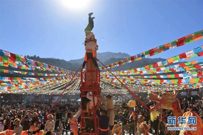 ชนเผ่าทิเบตเฉลิมฉลองเทศกาล