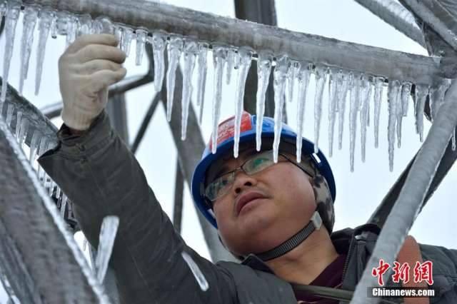 """หูเป่ยหนาวจนสายไฟกลายเป็น """"น้ำแข็ง"""""""