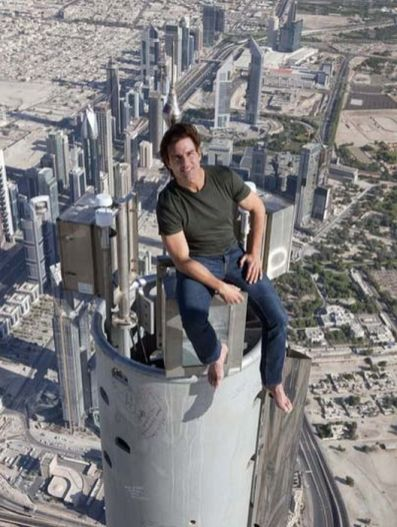 Tom Cruise pe Burj Khalifa