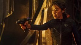Michelle-Yeoh-portrays-Captain-Philippa-Georgiou