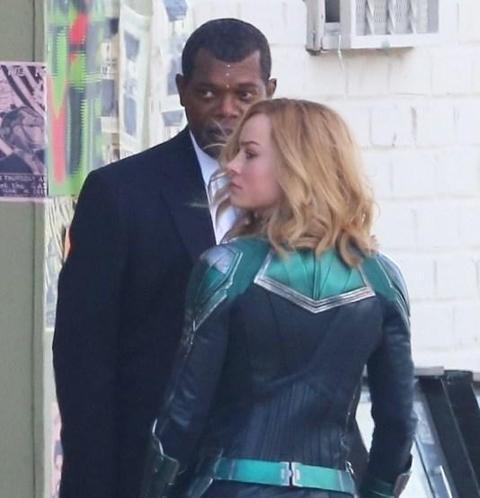 Nick Fury (Samuel L. Jackson) și Captain Marvel (Brie Larson)