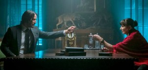 Keanu Reeves si Anjelica Huston in JOHN WICK: CHAPTER 3 - PARABELLUM.