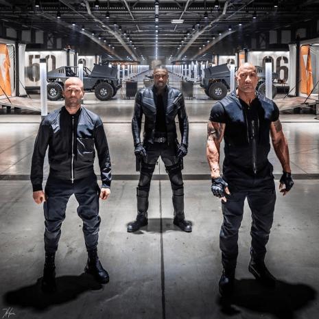 Personajele Luke Hobbs (Dwayne Johnson), Brixton (Idris Elba) și Deckard Shaw (Jason Statham)