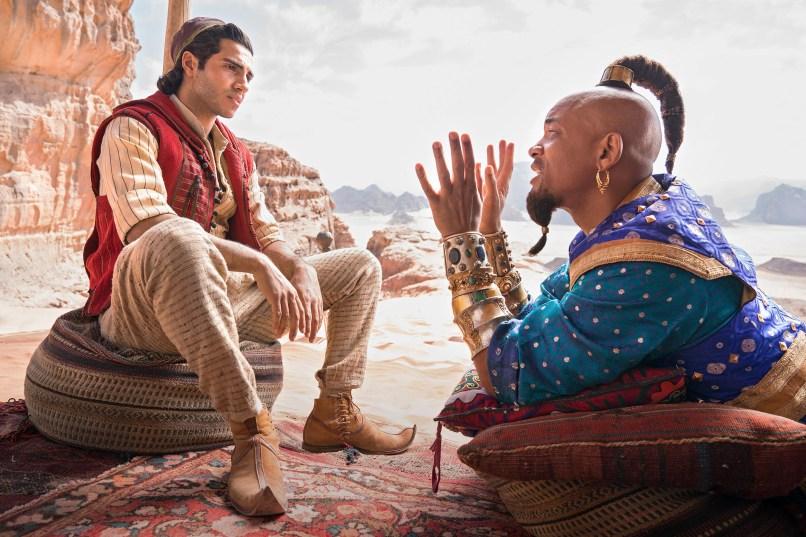 Mena Massoud ca Aladdin și Will Smith ca Genie în filmul ALADDIN, regizat de Guy Ritchie.