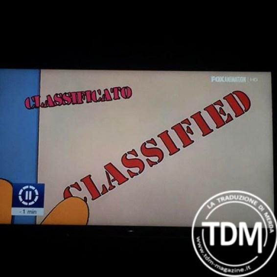 """Un fotogramma dei Simpson con la scritta """"CLASSIFIED"""" sottotitolata come """"classificato"""""""