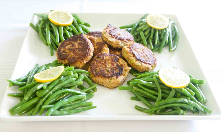 Saucy Mama Salmon Cakes with Green Beans