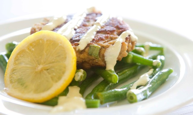 Summer lunch salmon cake with green beans