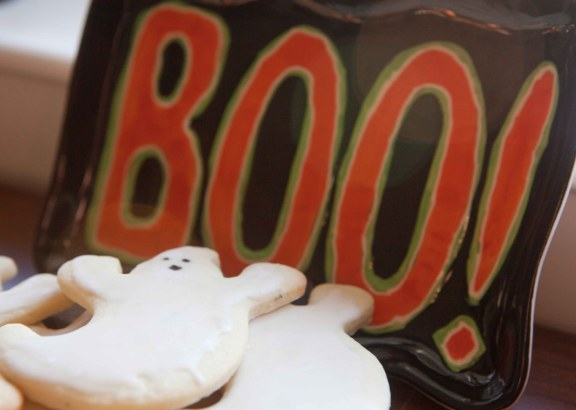 scary BOO cookies