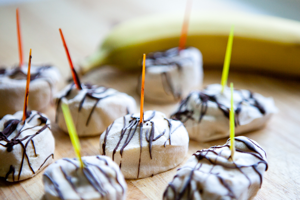 Frozen Banana Peanut Butter Yogurt with Chocolate Drizzle | via teacher-chef 7330