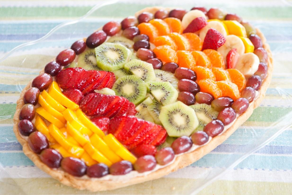 Easter Egg Dessert Fruit Pizza | via teacher-chef 2015